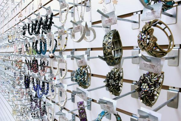 Как открыть магазин бижутерии: считаем и уточняем детали